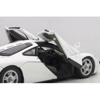 AutoArt 56003 McLAREN F1 ROAD CAR SHORT TAI